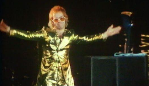 Elton John na scenie w latach 70.